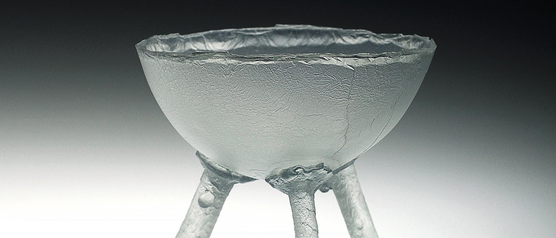 Ione Thorkelsson, Three-footed Bowl, 1993, verre moulé, 11,5 x 16 cm. Photo : gracieuseté de l'artiste